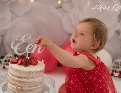 Mia cake-smash